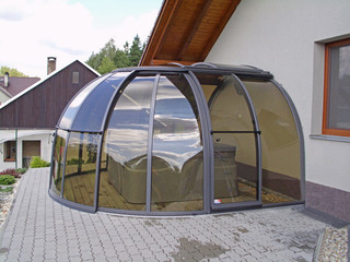 Hot tub enclosure OASIS - structure of the enclosure is attached to house