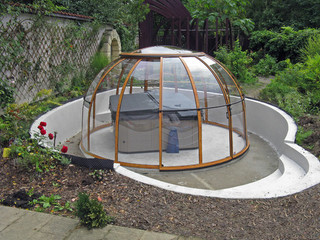 Hot tub enclosure SPA DOME ORLANDO is retractable and can be spin around