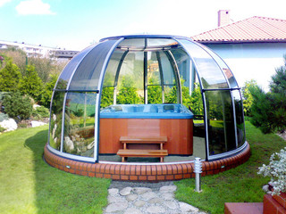 Hot tub enclosure SPA DOME ORLANDO can host your spa pool or nice sitting set