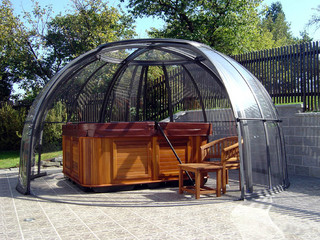 Hot tub enclosure SPA DOME ORLANDO is available in two sizes