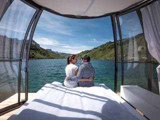 Hot tub enclosure SPA Dome Orlando with beautiful view on the lake