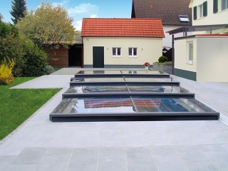 One of the lowest pool enclosure Terra with anthracite finish