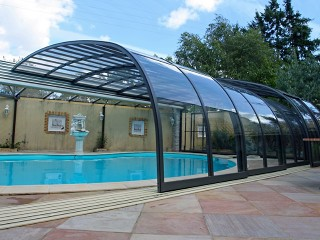 Outside look on large pool enclosure Style with anthracite finish
