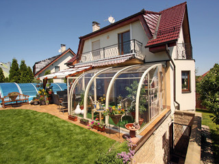 Patio enclosure CORSO Entry is an innovative retractable conservatory