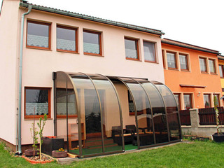 Lean to patio enclosure CORSO Entry with dark polycarbonate filling