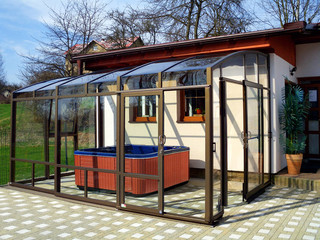 Inside space of patio enclosure CORSO Premium can be used in many ways