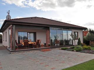 Outdoor patio enclosed by terrace enclosure CORSO
