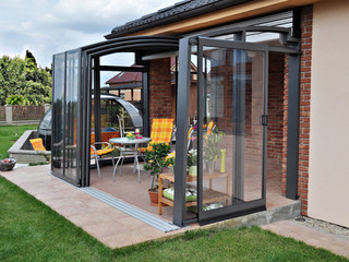 Furnished retractable patio cover CORSO Solid