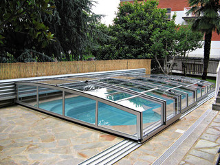 Inground pool cover CORONA with side rail on wall