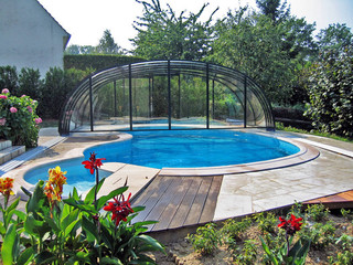 Swimming pool enclosure LAGUNA NEO - over irregular shape of pool
