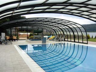 Retractable pool enclosure LAGUNA over endless pool