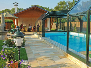 Retractable pool enclosure Oceani High uses polycarbonate filling