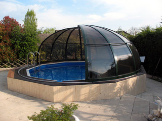 Retractable pool enclosure ORIENT with dark polycarbonate filling for privacy