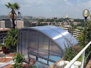 Retractable pool enclosure RAVENA installed on the rooftop