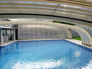 Lean-to pool and patio enclosure STYLE uses near wall