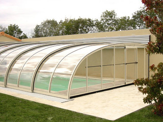 Swimming pool enclosure STYLE installed on near wall