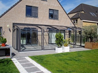Retractable patio enclosure Corso Premium goes very well with atypical house