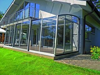 Retractable patio enclosure CORSO Solid in silver color