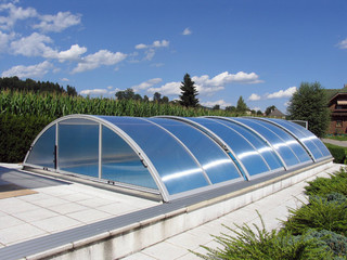 Pool enclosure UNIVERSE - translucent polycarbonate filling for privacy