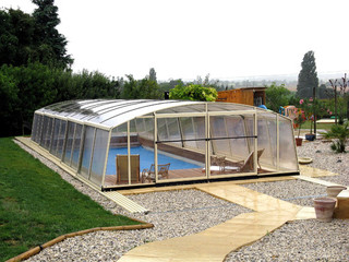 Pool enclosure VENEZIA protects pool from debris and insects