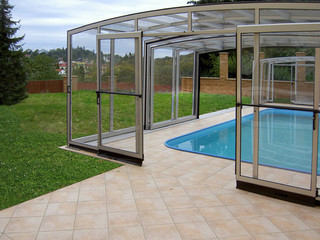 Retractable pool enclosure VISION with doors in the front telescopic segment