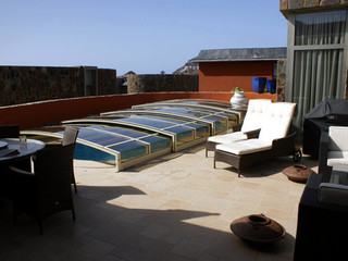 Low swimming pool enclosure VIVA with white frames