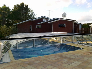 Retractable swimming pool enclosure ELEGANT NEO™ - Kumeu