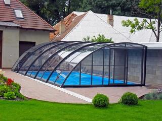 Nietypowy kształt zadaszenia basenowego Style