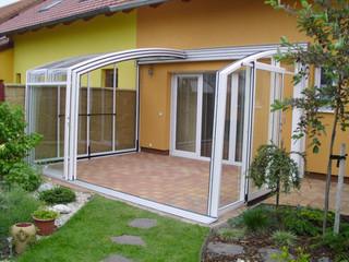 Zadaszenie patio CORSO może być używane zimą jako przechowalnia mebli ogrodowych
