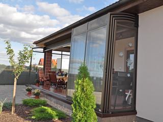 Zadaszenie patio CORSO może również pomieścić jacuzzi