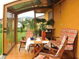 Widok z środka zadaszenia patio CORSO wykonanego przez Alukov