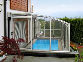 Zasuwane zadaszenie patio CORSO Solid jest zwykle używane, aby pokryć basen