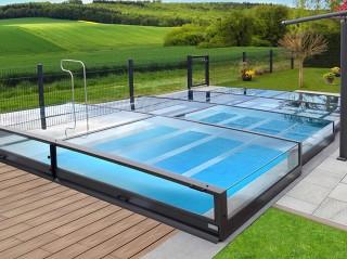 Przesuwane zadaszenie basenowe doskonale pasuje do każdego ogrodu