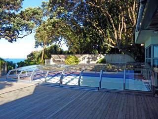 Przesuwane zadaszenie basenowe Oceanic w kolorze srebrnym