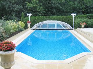 Zadaszenie basewnowe ELEGANT NEO może zostać całkowicie usunięte z basenu