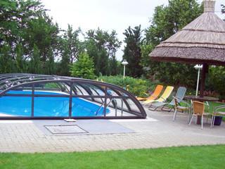Antracytowe, aluminiowe ramy w zadaszeniu basenowym ELEGANT