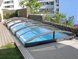 Zadaszenie basenowe IMPERIA NEO light zwiększa temperaturę wody w basenie i świetnie wygląda