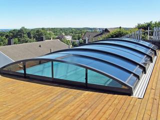 Zadaszenie basenowe IMPERIA NEO light utrzymuje wodę w Twoim basenie czystszą i cieplejszą