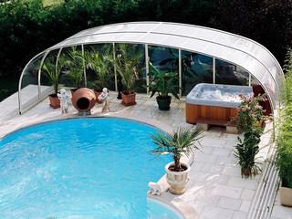 Niskie zadaszenie basenowe LAGUNA NEO z miejscem do relaksu i spa