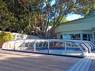 Srebrne ramy używane w zadaszeniu basenowym OCEANIC Low