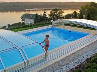 Zadaszenie basenowe Oceanic niski może być obsługiwany nawet przez dzieci