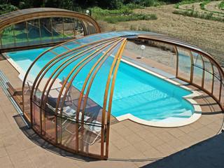 Zasuwane zadaszenie basenowe OLYMPIC może zostać otwarte od przodu i boku jednocześnie