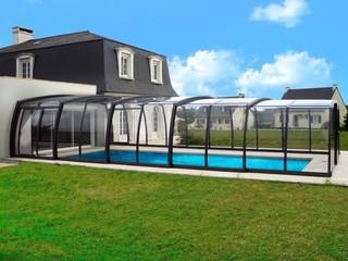Zadaszenie basenowe OMEGA jest proste w otwieraniu i zamykaniu