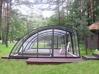Niskie zadaszenie basenowe RAVENA - drewniana instalacja - całkowicie pokrywa i chroni Twój basen przed liścmi i innymi zanieczyszczeniami