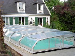Niskie zadaszenie basenowe RIVIERA - klasyczny styl