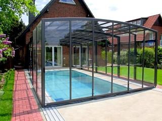 Zadaszenie basenowe Vision to elegancki dodatek do każdego nowoczesnego ogrodu