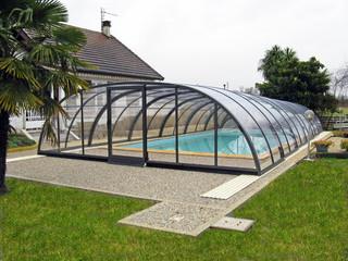 Zadaszenie basenowe TROPEA zwiększa temperaturę wody w basenie