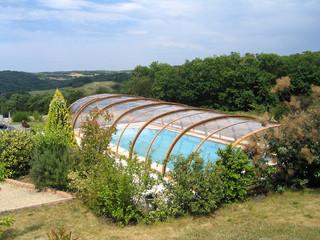 Zadaszenie basenowe TROPEA z widokiem na okolicę