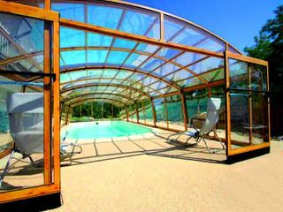 Zadaszenie basenowe Venezia - zasuwane przykrycie basenowe o imitacji drewna
