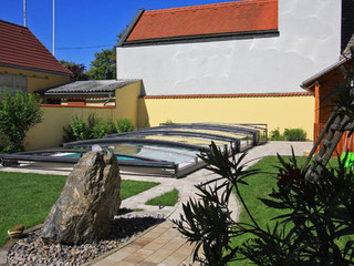 Zadaszenie basenowe VIVA ochrania basen przed zanieczyszczeniami